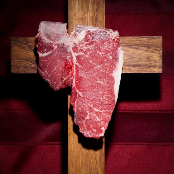 3e prix_Fluopho_Canada_Manger religieusement son steak